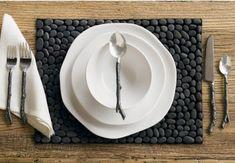 How To Make Your Own Placemats - Rustic Crafts & Chic Decor River Pebbles, River Stones, River Rocks, Black Pebbles, Diy Design, Design Ideas, Diy Originales, Stone Rug, Color Stone