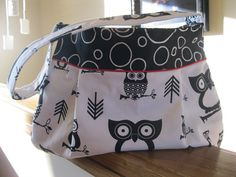 Owl Purse in Black and White New Price by PickingPoppys on Etsy, $40.00