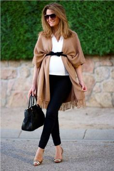 Perfect for the fall! Another poncho or jacket is loosely tied with a belt over the baby's belly. Stylish idea Maternity wear Fashion for pregnant women modern Trend maternity clothes – pregnancy. Stylish Maternity, Maternity Wear, Maternity Style, Maternity Clothing, Maternity Dresses, Dresses Dresses, Maternity Looks, Maternity Swimwear, Maternity Pants