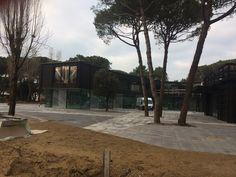 Settore Turistico-Alberghiero nuovo #supermarket e #uffici c/o #Camping Cà Savio - Cà Savio (#Venezia). Viste panoramiche esterni🏕️.👷🏻👌🏻 Vista panoramica corpo uffici: piazzale alberato fra corpi di fabbrica.