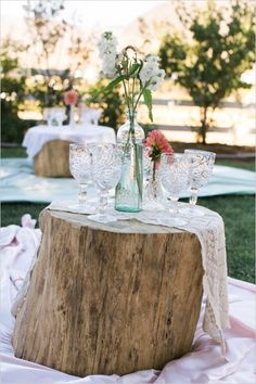 Count us in for picnic-style seating at your wedding!