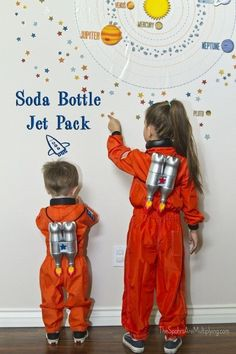 I like to give the guests at my kids' parties favors that they can use again and again. Since James is having a space party, I decided on jet packs. I came across several tutorials on how-to … Space Costumes, Diy Costumes, Jet Packs, Diy For Kids, Crafts For Kids, Astronaut Costume, Vbs Crafts, Soda Bottles, Space Theme