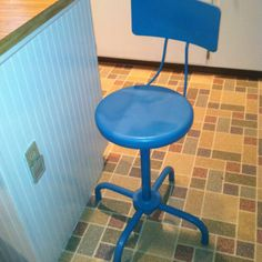 Another redo lov new bar stools ...what a little spray paint can do!