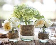 Une excelente idée de décor de centre de table champêtre #wedding#champêtre http://www.mariageenvogue.fr/s/33859_mariage-champetre