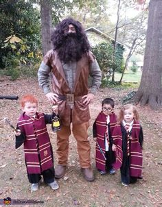 harry potter halloween costumes Ron Weasley, Hagrid, Harry Potter And Hermione Ron Weasley, Hagrid, Harry Potter und Hermine Family Halloween Costumes, Halloween Cosplay, Baby Halloween, Cool Costumes, Cosplay Costumes, Harry Potter Halloween Costumes, Homemade Halloween, Group Halloween, Harry Potter Family Costume