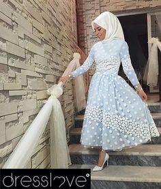 Sizlerden yoğun talep gören Melina Midi Dress Mavi ve Pembe renklerinde, tam boy uzun seçeneğiyle yeniden tüm Dresslove satış noktalarında✨Bekleyen tüm müşterilerimize duyurulur @ebrusevertrk'e teşekkürlerimizle #dresslove #dresslove_official #eveningdress #prom #promdress #romanticdress #pure #elegant #glamour #chic #modern #fashion #hijab #hijabdress