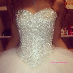 I don't know if this is a wedding dress or a prom dress, but I'm in love I totally agree with the person who originally found this <3