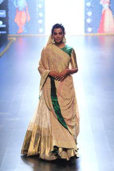 Gaurang lehenga at Lakmé Fashion Week winter/festive 2016 Fashion Week 2018, Lakme Fashion Week, India Fashion, Look Fashion, Classic Fashion, Ethnic Fashion, Dress Fashion, High Fashion, Indian Wedding Outfits