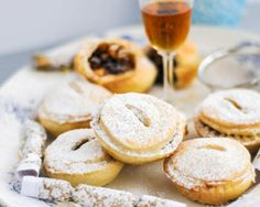 Ren Behans nut free mince pies are made with an easy sweet short crust pastry and homemade mincemeat  perfect for nut allergy sufferers or anyone whos not keen on nuts