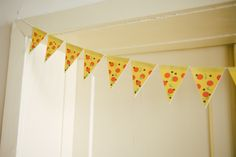 DIY pizza garland with free printable - Kittenhood Pizza Party Birthday, Turtle Birthday Parties, Ninja Turtle Birthday, Ninja Turtle Party, Boy Birthday, Ninja Turtles, Birthday Ideas, Turtle Baby, Party Deco