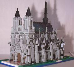Castle meets the church in this amazing lego creation. Lego Boards, Lego Castle, Lego Architecture, Lego Stuff, Cool Lego, Lego Building, Lego Creations, Lego City, Legos