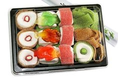 Sweet Sushi The especially sweet surprise. The fancy and especially sweet gift for the next birthday. With Sweet Sushi, you have … - Diy Crafts Dessert Sushi, Smores Dessert, Dessert Party, Sushi Cake, Sushi Set, Sushi Party, California Rolls, Sushi Restaurants, Sushi Recipes