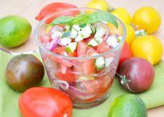 #Paradeisersalat mit Zwiebeln ist schnell zubereitet und als Beilage äußerst beliebt.