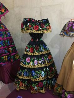 Vestidos mexicanos Mexican Costume, Mexican Outfit, Mexican Dresses, Mexican Clothing, Mexican Blouse, Quince Dresses, 15 Dresses, Pretty Dresses, Beautiful Dresses