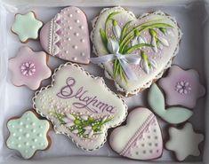 143 отметок «Нравится», 11 комментариев — Авторские пряники Елены Добряк (@dobrie_pryaniki) в Instagram: «Готовимся к 8 Марта- празднику весны, улыбок и женского очарования. Пряники на заказ. 20*15…» Cookie Dough Cupcakes, Icebox Cookies, Cookie Icing, Funfetti Cookies, Fun Cupcakes, Wedding Cakes With Cupcakes, Sugar Cookies, Flower Cookies, Easter Cookies