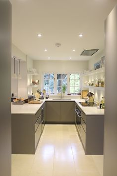 Small but perfectly formed bespoke Roundhouse Urbo kitchen