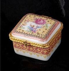 .quaint little snuff box