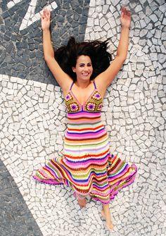 Vestido de croché com sobras de linhas. Foto: Júnior Scoz.