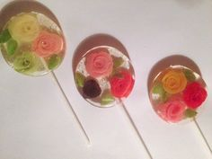 Fancy - 3 Honeysuckle flavored lollipops with handmade marzipan roses