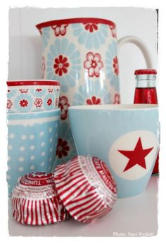 I love aqua and red. Kitchen inspiration?