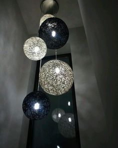 A imagem pode conter: área interna A imagem pode conter: área interna in 2020 Bubble Chandelier, Diy Chandelier, Chandelier Ceiling Lights, Diy Apartment Decor, Diy Home Decor, Room Decor, Diy Floor Lamp, String Lights Outdoor, Ball Lights