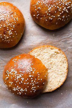 Hamburger buns made from scratch, a small batch recipe! These brioche buns make just 4 hamburger buns. Homemade Hamburger Buns, Hamburger Bun Recipe, Homemade Buns, Homemade Hamburgers, Homemade Recipe, Recipe Recipe, Small Batch Bread Recipe, Small Batch Baking, Healthy Bread Recipes