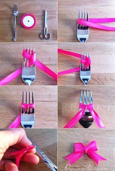 Vous voulez faire vous même des noeuds mais ils ne sont jamais droit, il y a toujours un côté plus long que l'autre… Voici une astuce pour faire des noeuds parfaits ou presque avec juste une fourchette, c'est magique ! Voici les différentes étapes, à vous de jouer !