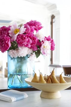 Notes from the Field: A Stylist's Tips for Summer Floral Arrangements   New England Home Magazine