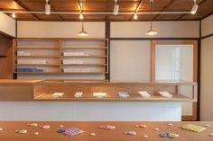 店舗のご紹介 - UCHU wagashi Cafe Design, House Design, Interior Design, Shop Fittings, Cafe Shop, Retail Shop, Cafe Restaurant, Display Shelves, Sustainable Living