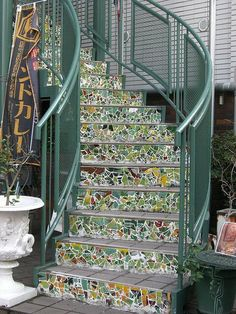 15 Cool Ideas for Decorating Stair Risers - futurianAnytime you do construction around your house, you should build things which you will enjoy along with adding resale value to your best images about Mosaics: Mosaic accents on a are a Mosaic Crafts, Mosaic Projects, Mosaic Art, Mosaic Glass, Mosaic Tiles, Stained Glass, Mosaics, Tiling, Mosaic Stairs