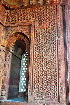Alai Darwaza, Qutub Minaar Complex, Mehrauli, New Delhi. Temple Architecture, Indian Architecture, Delhi India, New Delhi, Delhi City, 1 Day Trip, Agra, Felt Ornaments, Day Tours