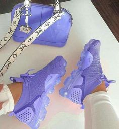 Nike Shoes OFF! ►► Shoes Sneakers Tenis shoes Outfit shoes Nike shoes Sneakers nike - Mauve sneakers and purse - Moda Sneakers, Cute Sneakers, Sneakers Nike, Tenis Nike Air, Nike Air Shoes, Purple Nike Shoes, Purple Sneakers, Purple Nikes, Purple Tennis Shoes