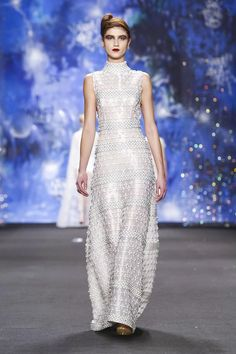 Naeem Khan Ready To Wear Fall Winter 2015 New York...Simply elegant. More beautiful details to recreate for that ultimate bridal look. Work with your seamstress to achieve your unique look.