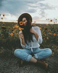 Women portrait photograph pose ideas 27 Creative Fashion Photography, Candid Photography, Female Photography Poses, Tumblr Photography, Portrait Photography Inspiration, Photoshoot Inspiration, Female Portrait Poses, Senior Portrait Photography, Photography Branding
