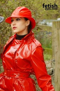 Red Raincoat, Vinyl Raincoat, Plastic Raincoat, Mackintosh Raincoat, Raincoats For Women, Rain Wear, Lady In Red, Leather Jacket, How To Wear