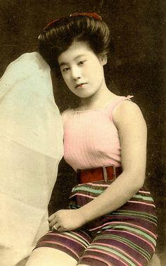 JAPANESE SWIMSUIT GIRLS - Meiji Era Bathing Beauties of Old Japan (3)