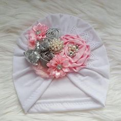 Turban with flower light pink and silver baby gorritos Hand Embroidery Tutorial, Embroidery Patterns, Satin Flowers, Fabric Flowers, Baby Girl Hair Accessories, Silk Ribbon Embroidery, Flower Embroidery, Simple Embroidery, Diy Baby Headbands