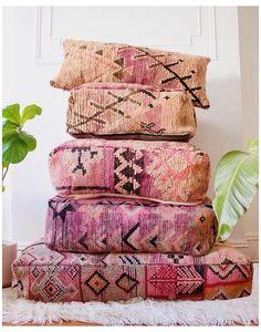 Moroccan Decor Living Room, Moroccan Home Decor, Moroccan Interiors, Moroccan Style, Living Room Decor, Moroccan Furniture, Moroccan Bedroom, Moroccan Lanterns, Interior Rugs