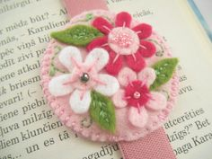 Felt embroidered bookmark with elastics Floral elastic bookmark Gift for booklover  This handmade felt bookmark is made to fit the regular sized books and makes a wonderful gift for any book lover - your mom, friend or teacher. It is individually designed and hand crafted. I payed close attention to detail as well. As it is made with elastics It will never fall out! The circle measures approx 5,5 cm (2.2in) in diameter.  !!!The elastic band can differ from the one seen on the photo.  Please…