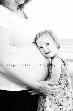@Ryanne Taylor  If we could get Rhylee to do this it would be so cute! Maternity photo