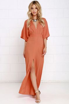 Sophisticated with a relaxed touch, the Modern Form Coral Orange Maxi Dress is all we've been pining for! Short kimono sleeves and a maxi skirt with a sexy side slit. Orange Bridesmaid Dresses, Coral Bridesmaid Dresses, Coral Dress, Boho Dress, Orange Dress, Stunning Dresses, Cute Dresses, Mode Chic, Kimono