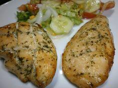 INGREDIENTES : pechugas de pollo enteras / 4 dientes de ajo / sal / perejil fresco / pizca de pimienta negra molida ...