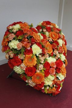 Funeral Flowers, Flower Arrangements, Floral Wreath, Wreaths, Fruit, Pictures, Crafting, Headstone Ideas, Flowers For Funeral