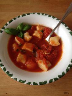 Ndundari con salsa di pomodori e basilico