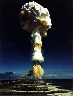 Funny pictures about The Atomic Bomb. Oh, and cool pics about The Atomic Bomb. Also, The Atomic Bomb photos. Bomba Nuclear, Nuclear Test, Nuclear Bomb, Mushroom Cloud, Into The Fire, E Mc2, Amazing Pics, Cold War, Landscape Photography