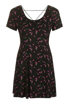 Ditsy Daisy Print Dress by Topshop Finds Shops, Daisy Dress, Patchwork Dress, Retro Dress, Retro Fashion, Short Sleeve Dresses, Ditsy Floral, Retro Floral, Floral Dresses