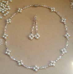 Luz Flotante Crema Perlas de Imitación Collar Y Pendientes Set