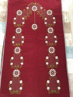 This post was discovered by neşeli kasnak nakışçı anne. Discover (and save!) your own Posts on Unirazi. Prayer Rug, Bargello, Cross Stitch Flowers, Cross Stitch Designs, Diy And Crafts, Projects To Try, Embroidery, Holiday Decor, Pattern