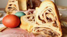 """Der Kärntner Reindling ist ein traditionelles Ostergebäck. Obwohl er natürlich nicht nur speziell für die Osterfeiertage ein geschmackliches Highlight ist, wird in den österreichischen Küchen und Bäckereien dieser gefüllte Napfkuchen vor allem zur Osterzeit gebacken. Seinen Namen hat der Reindling von der """"Rein"""" in der er gebacken wird. Wie du in deiner heimischen Küche diese … Apple Pie, Waffles, Breakfast, Desserts, Food, Sweets, Pies, Baking, Food Food"""