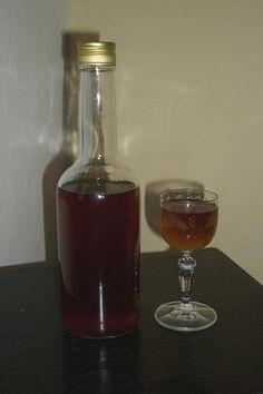 Domáca Becherovka Wine Decanter, Vodka, Barware, Alcoholic Drinks, Glass, Food, Garden, Syrup, Alcoholic Beverages